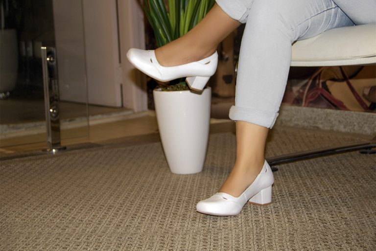 Lançamento: Sapatos Brancos
