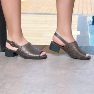 sandália-salto-baixo-para-mães